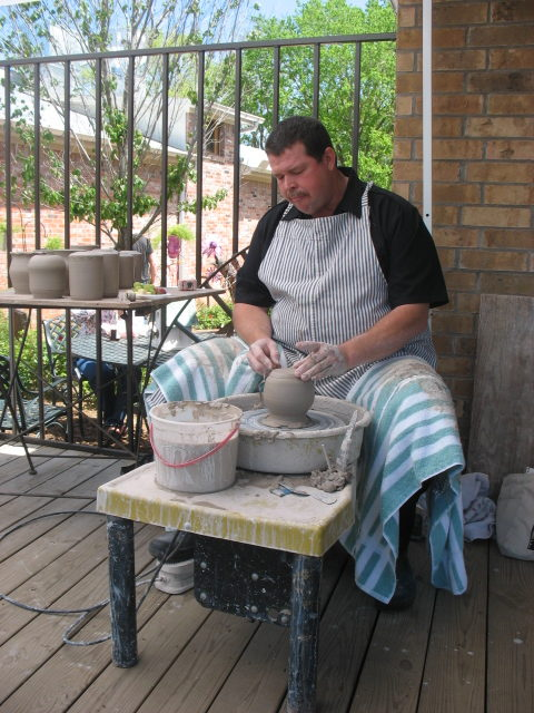 Towne Potter Studio             Les Mitchell